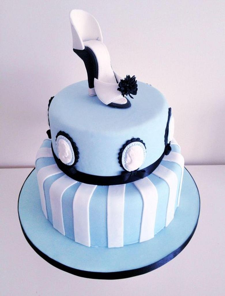 Cameo Cake by prettypetal