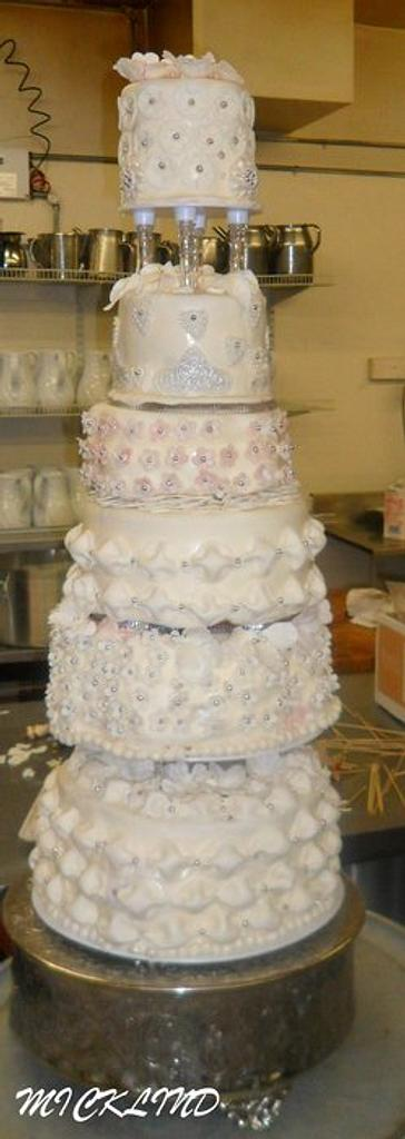 WEDDING CAKES by Linda
