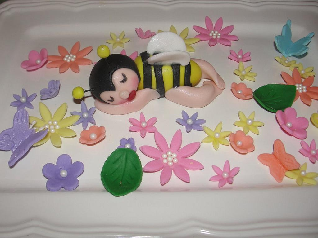 Bumblee cake topper by Cakes and Beyond by Naheed