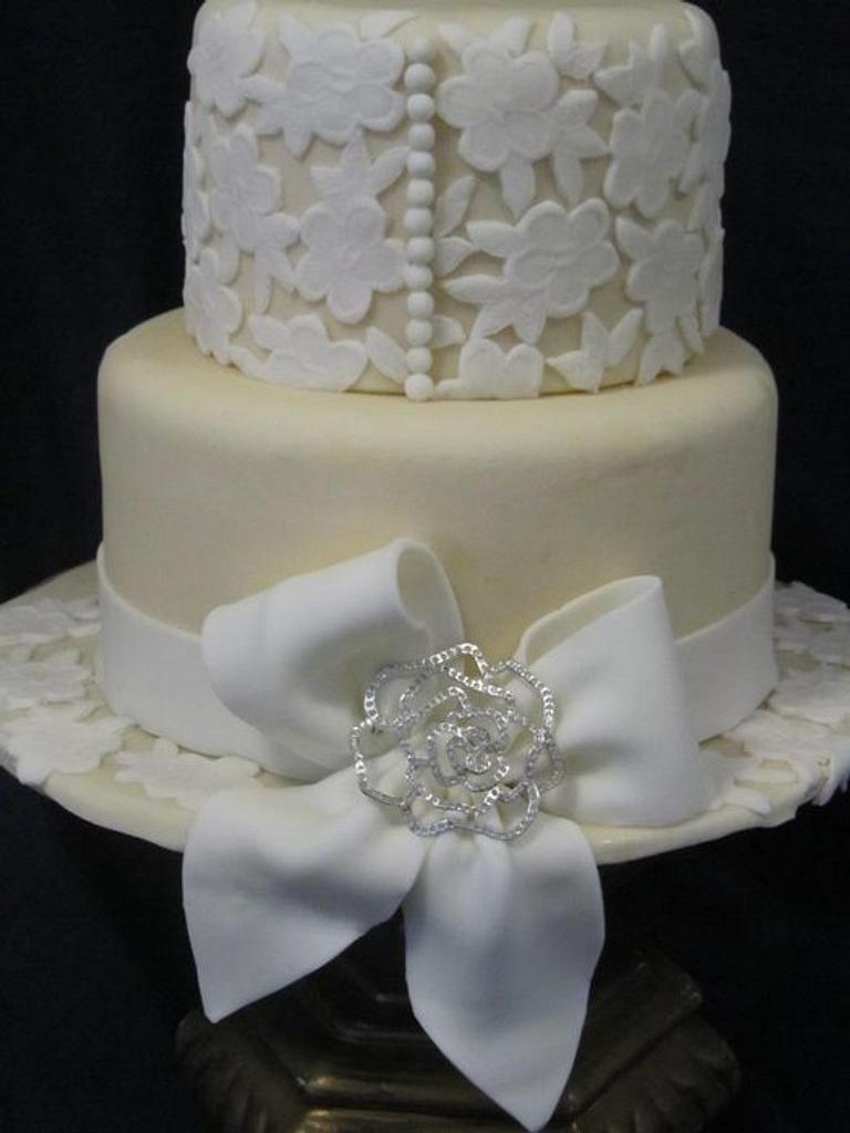 Creamy Delicate Cake by the cake trend Elizabeth Rodriguez