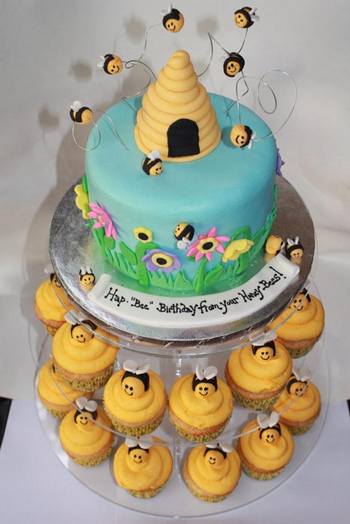 honeybee cake by gingerbreads