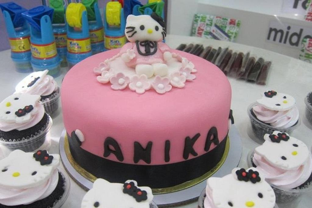 Hello Kitty by FabcakeMama