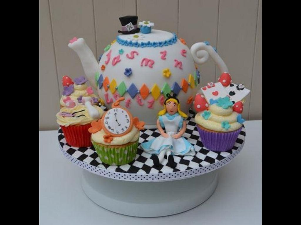 Alice in Wonderland cake by Tiers of Indulgence