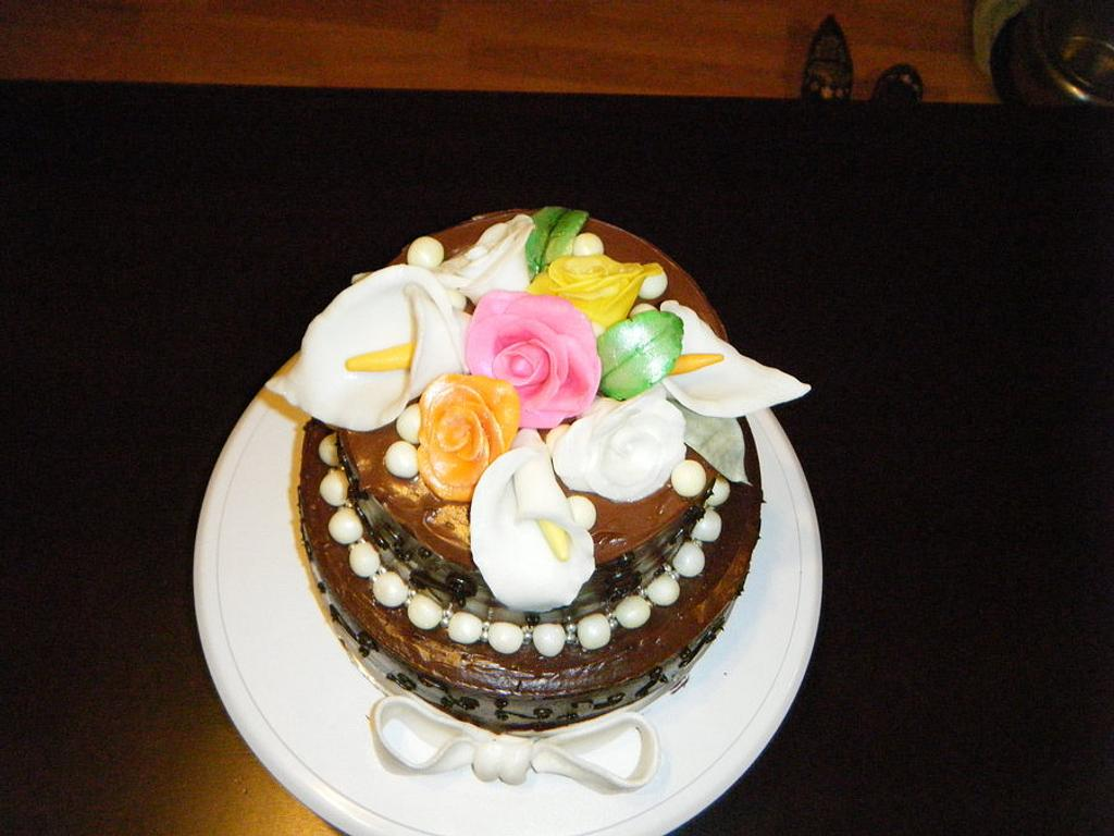 very first attempt at flowers by Valley Kool Cakes (well half of it~Tara)