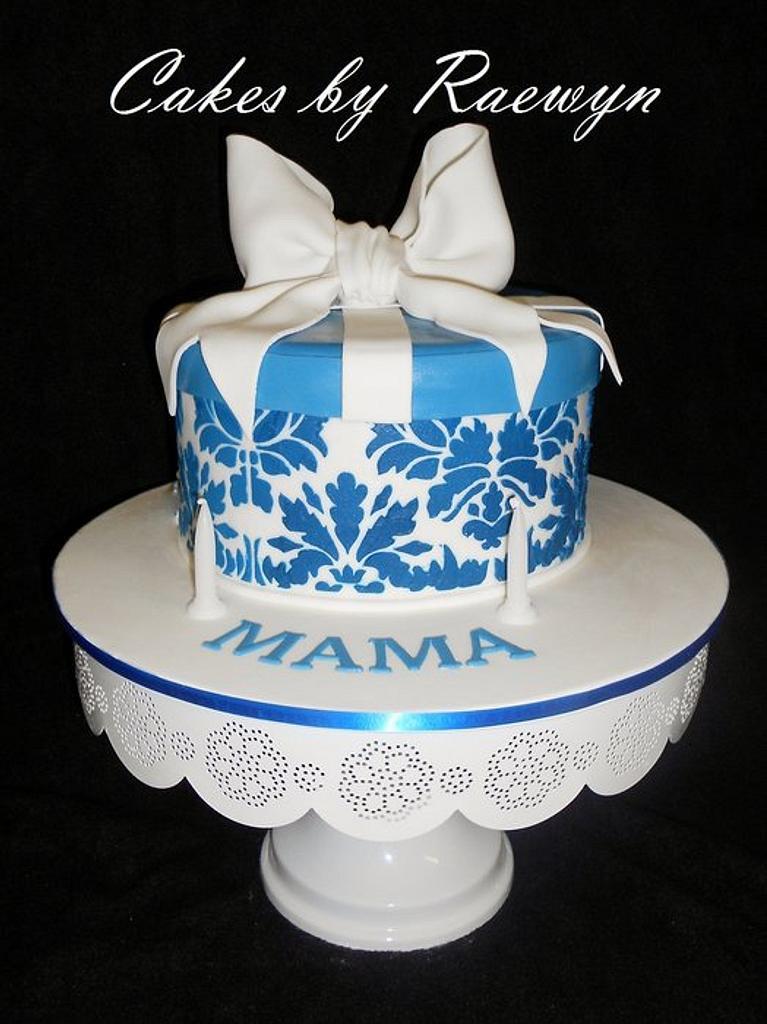 Giftbox for Mama by Raewyn Read Cake Design