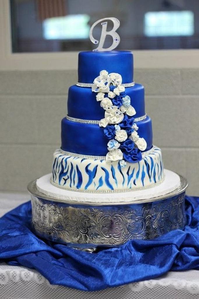 zebra wedding cake by Weezy