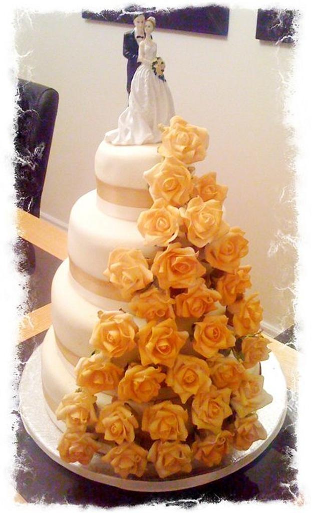 my first wedding cake by thecupcakesalon
