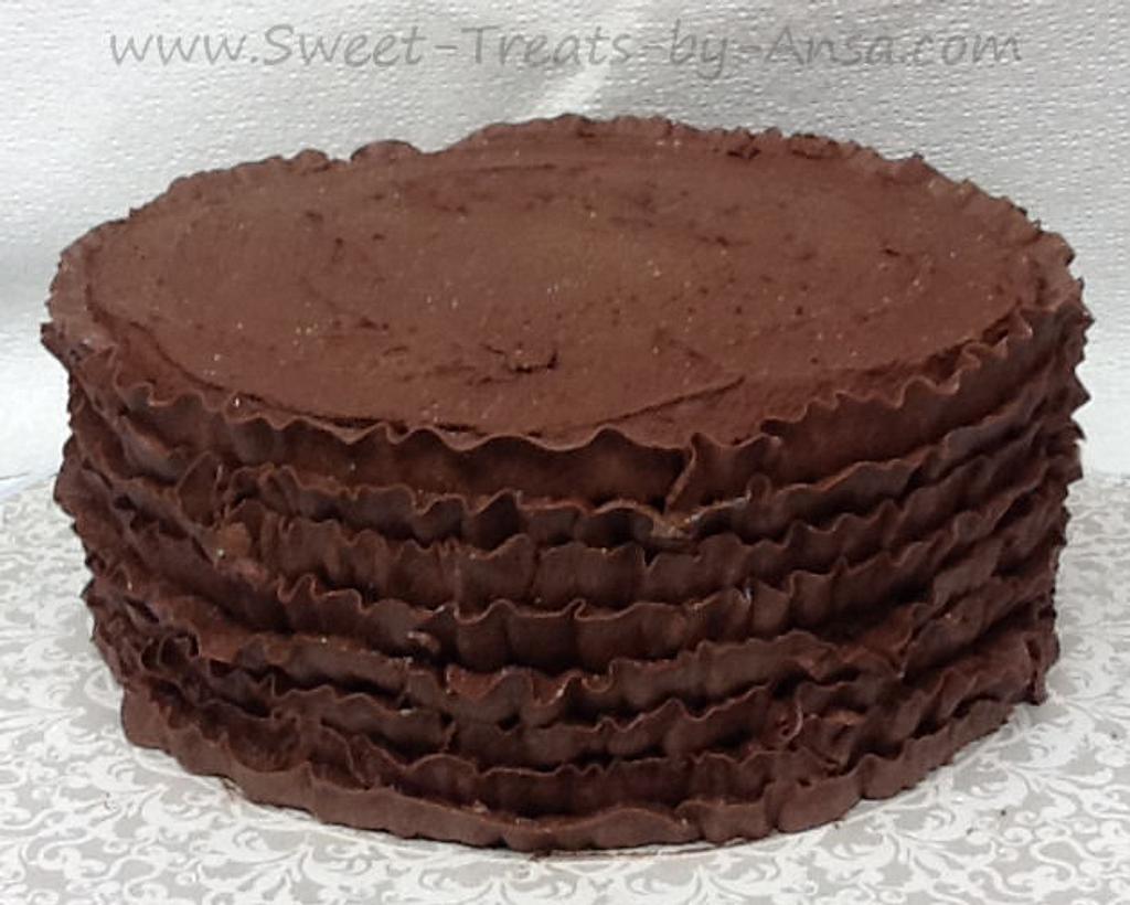Chocolate Buttercream ruffle cake by Ansa