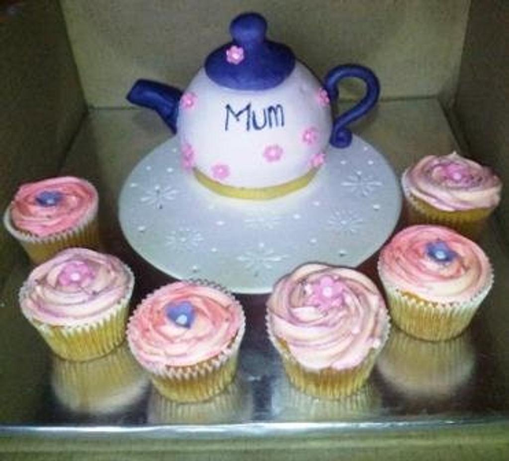 Teapot Cake by Renee Rahaman