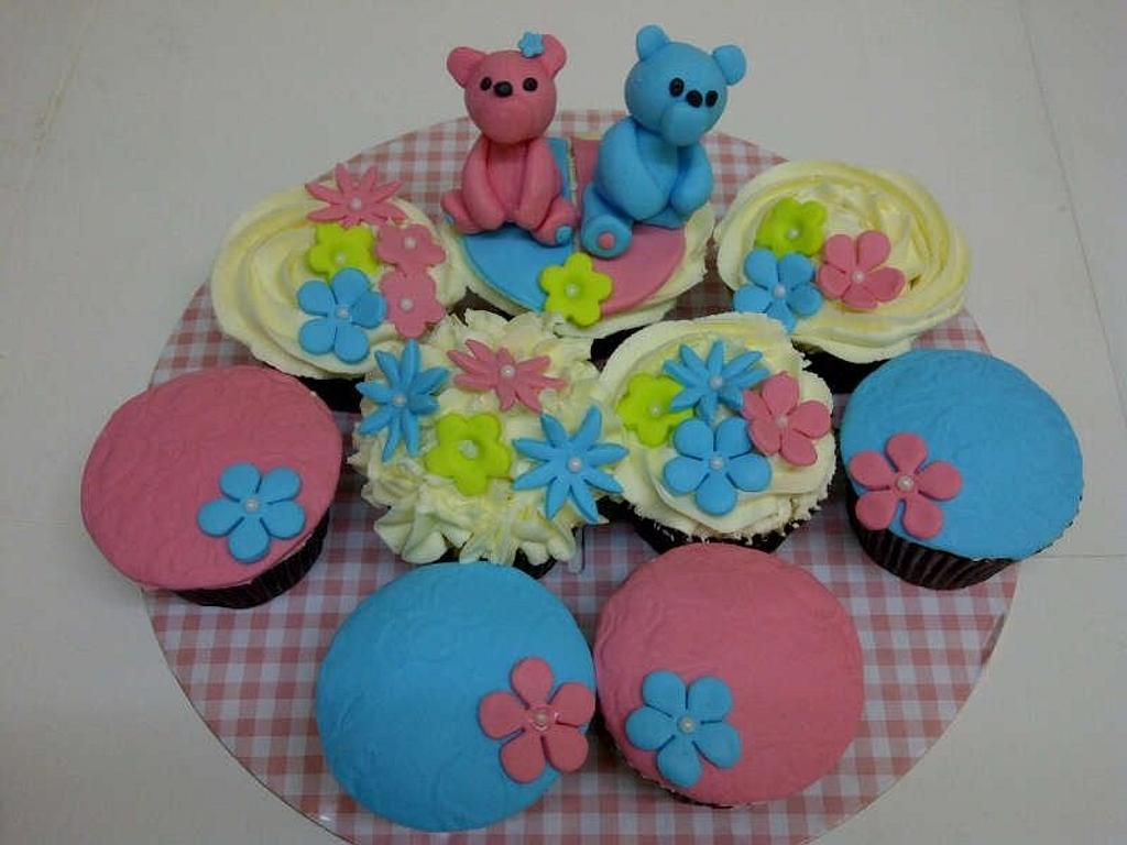 teddy bear cuppies  by Que's Cakes