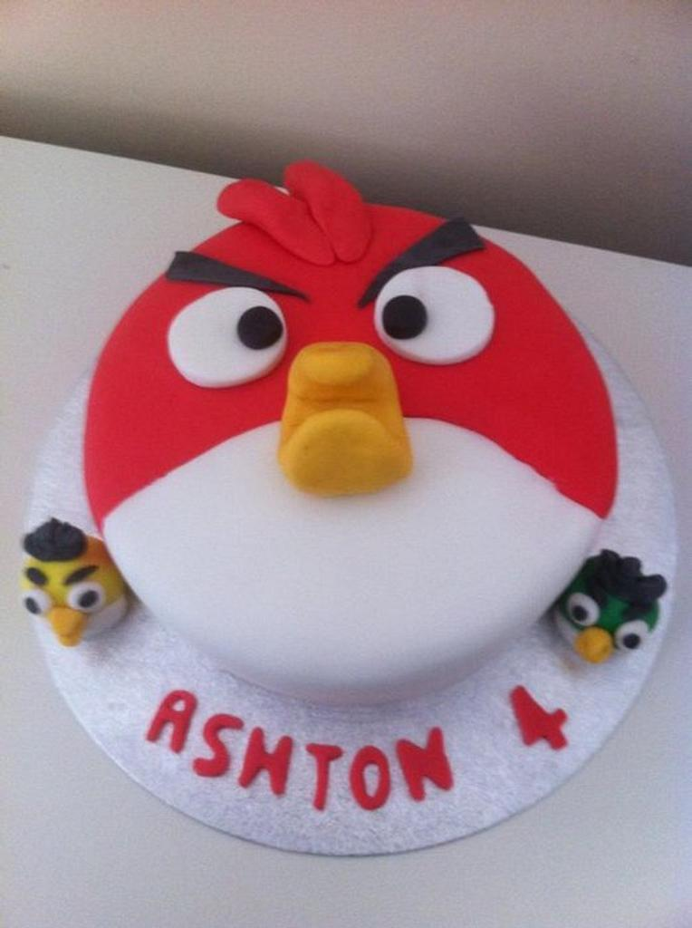 angry birds cake by Witty Cakes