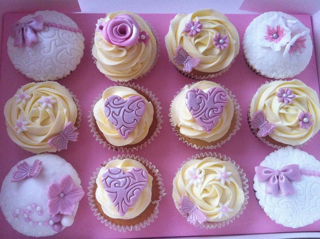 Girly gift cupcake box by Hellocupcake