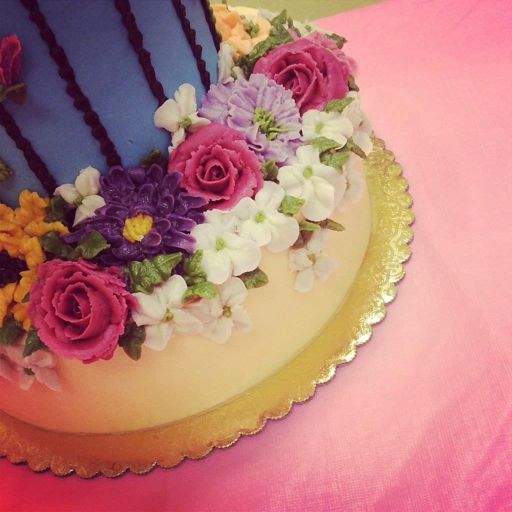 Buttercream birdcage and flowers by Fancy A Treat