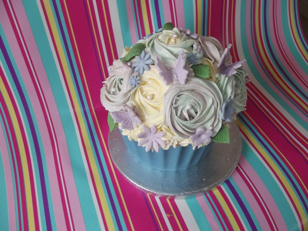 Giant cupcake to auction for charity by Jules