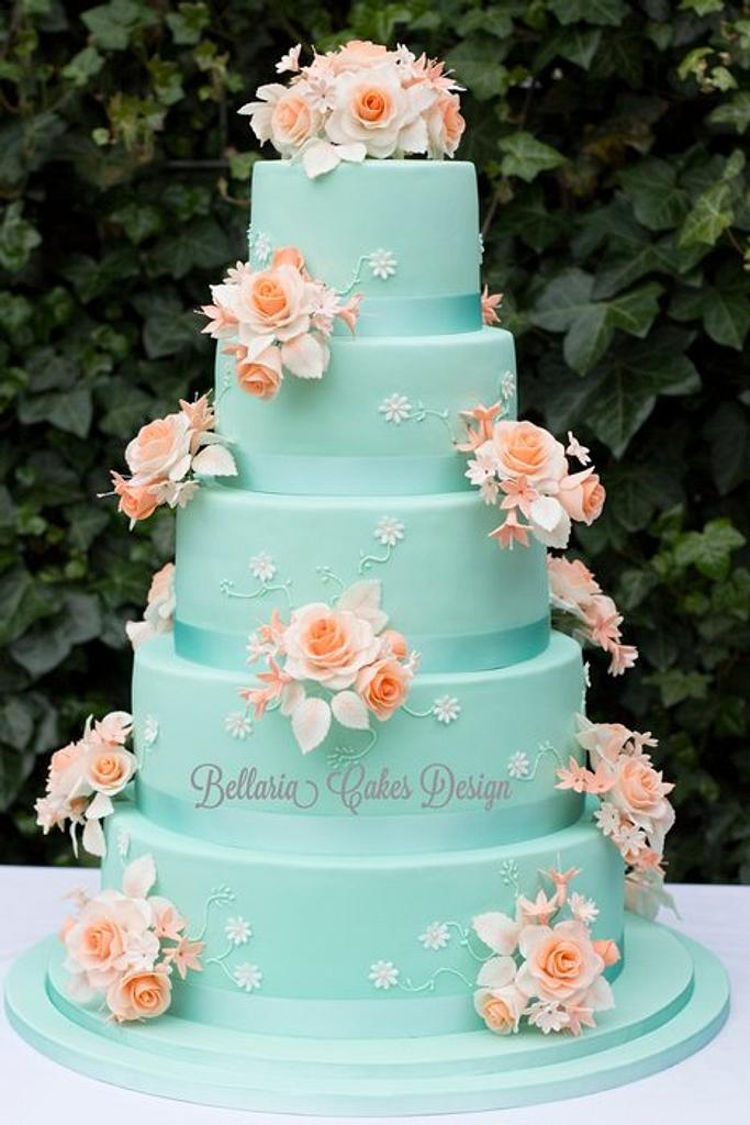 5-tier mintgreen and peach weddingcake by Bellaria Cake Design