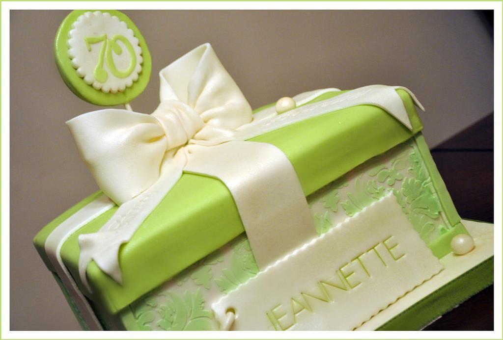 Gift Box Cake by Bobie MT