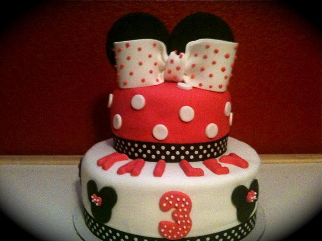Minnie Mouse Cake by Amanda Trahan
