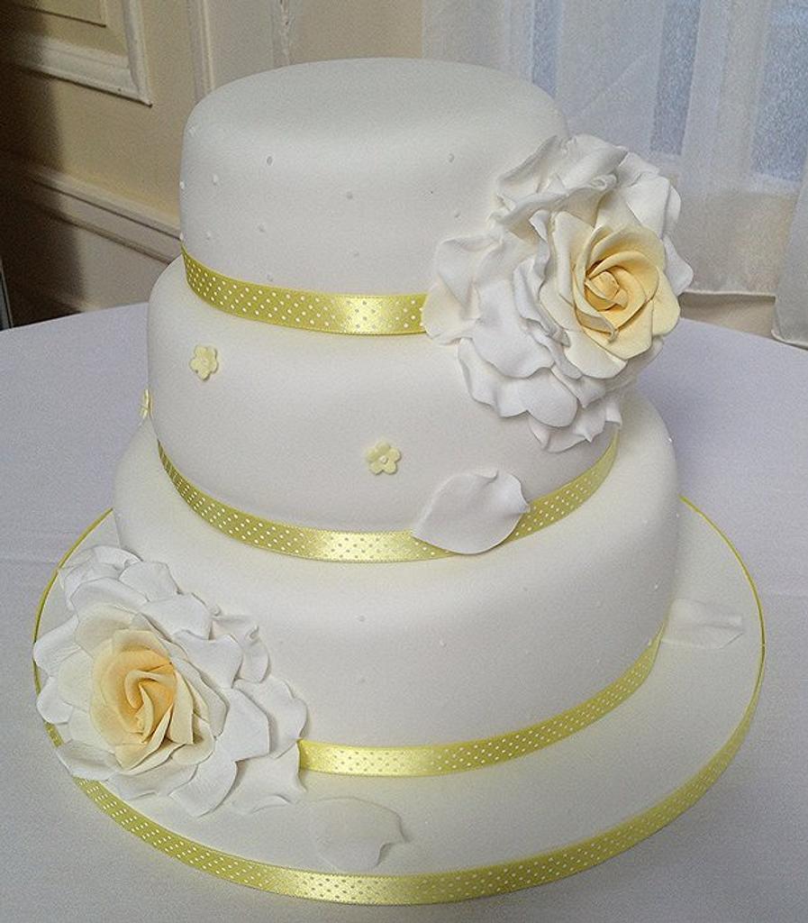 lemon rose cake by The lemon tree bakery
