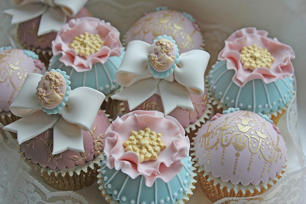 Vintage Chic Cupcakes by Cat Lawlor