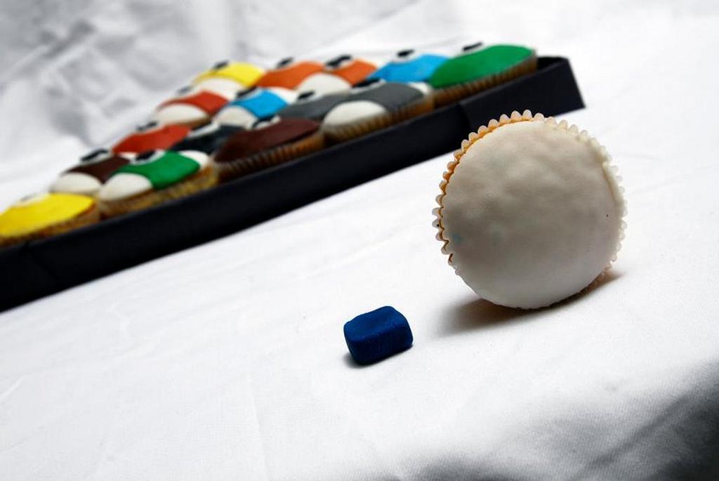 Pool Cupcakes by NinasCakes