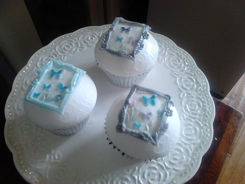 Birthday Cupcakes by Lisascakes