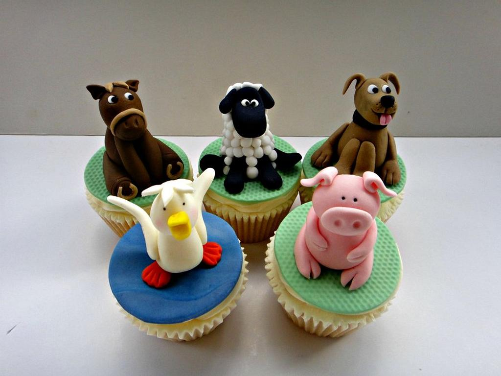 Phoebe's Farmyard by Truly Madly Sweetly Cupcakes