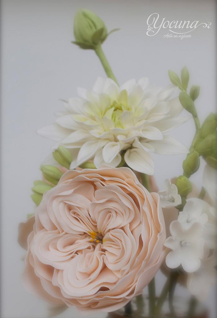 Rose David Austin y Dalia en pasta de Goma - David Austin Rose and Dahlia gumpaste by Yolanda Cueto - Yocuna Floral Artist