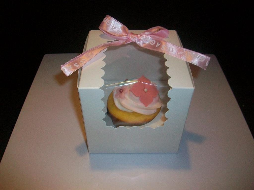 Cupcake Favors by Veronica