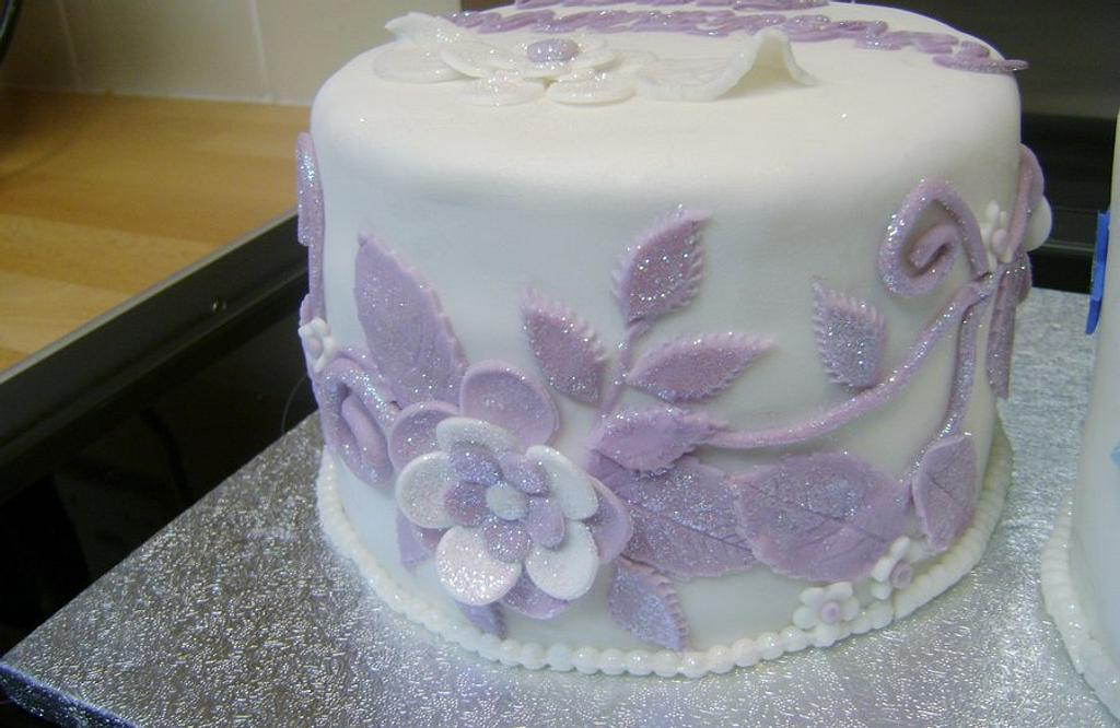 Glitter flower cake by Beverley Childs