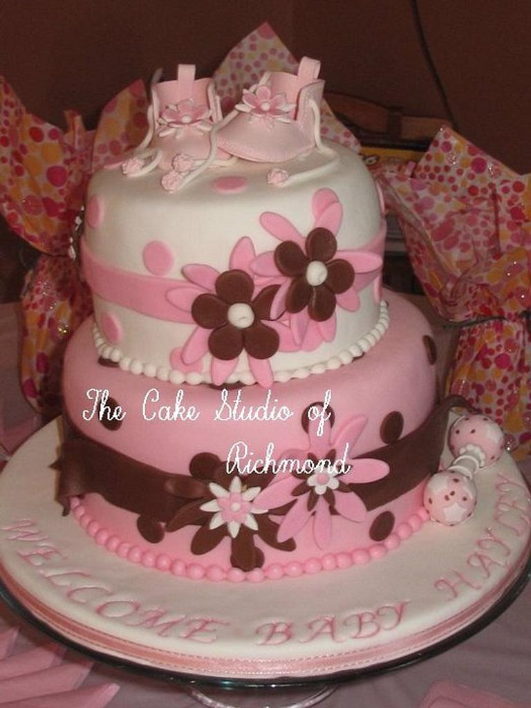 Baby shoe Cake by Lisa