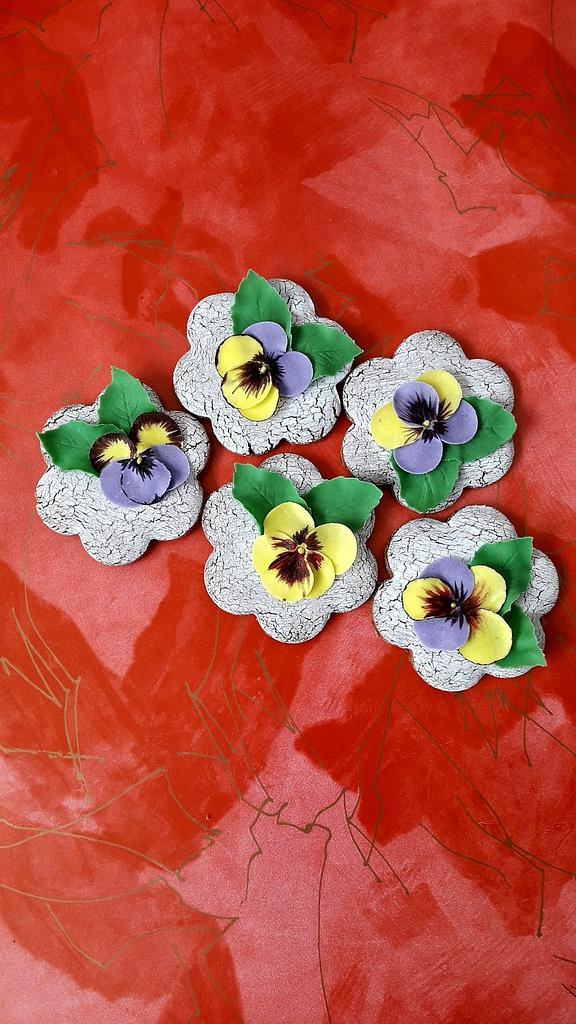 Viola cookies by Gabriela Angelova