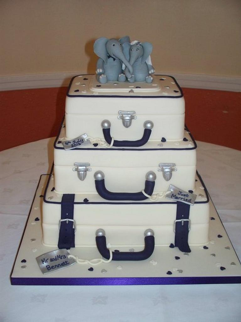 Suitcase wedding cake by Fiona