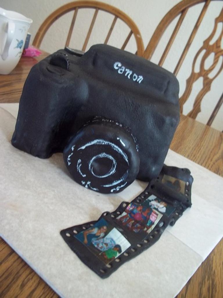 Camera Cake  by cakes by khandra
