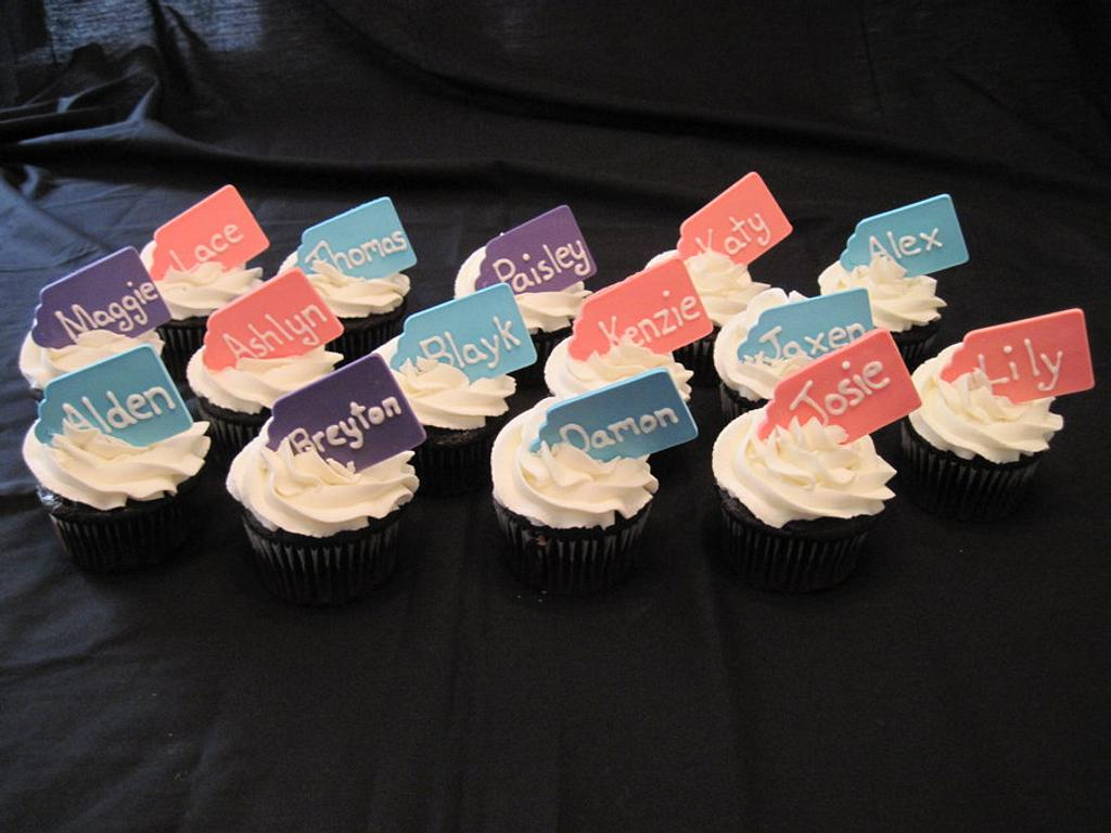 Cupcakes with name tags by Tammy