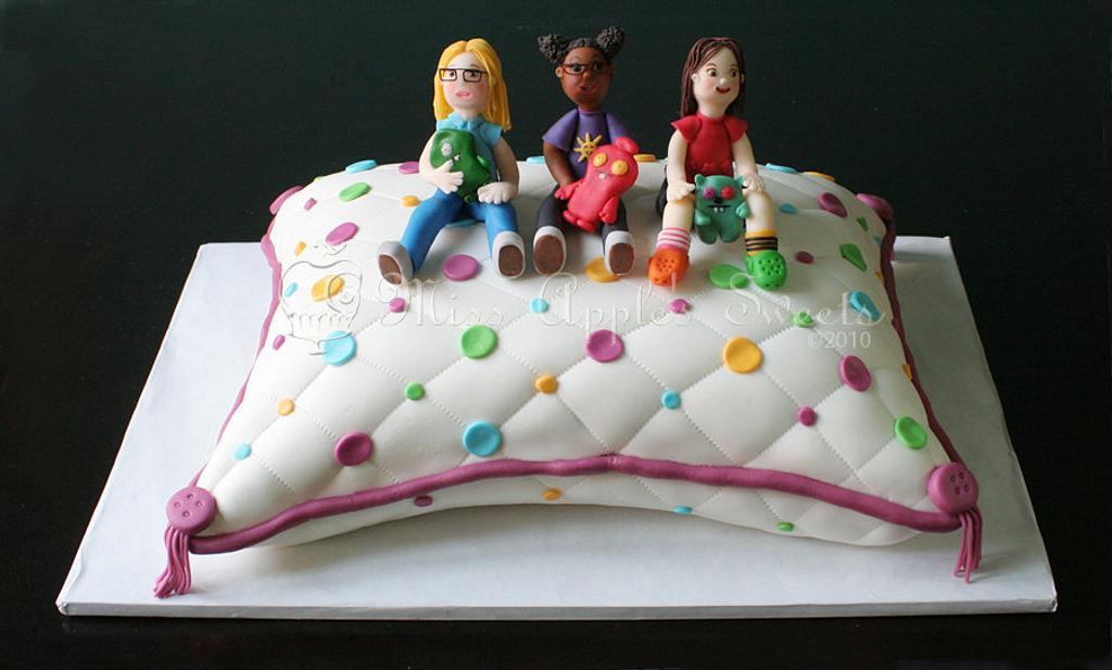 Girls on a Pillow Cake by Karen Dourado