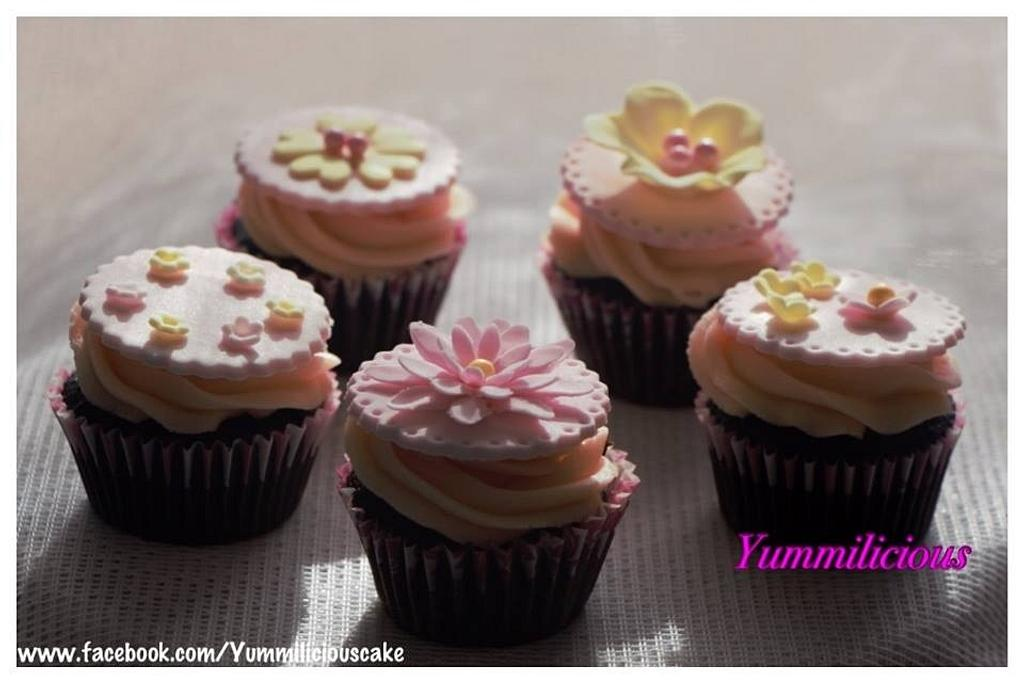 Pretty and Pink Cupcakes by Yummilicious