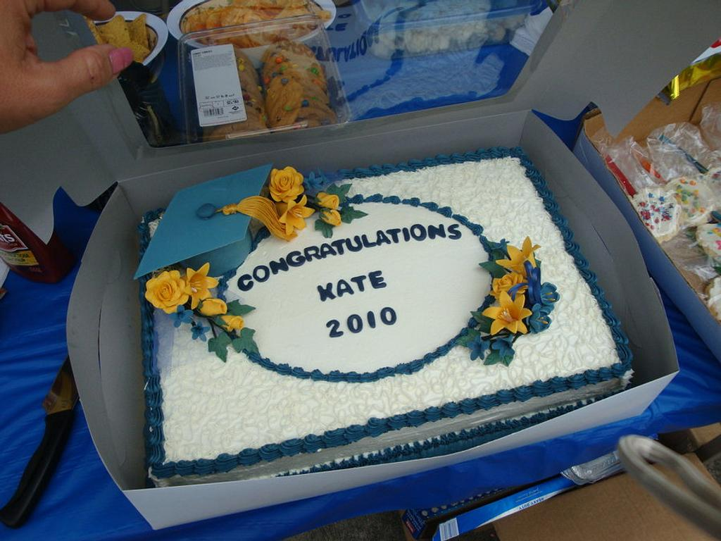 Blue and Gold graduation cake by Laurie