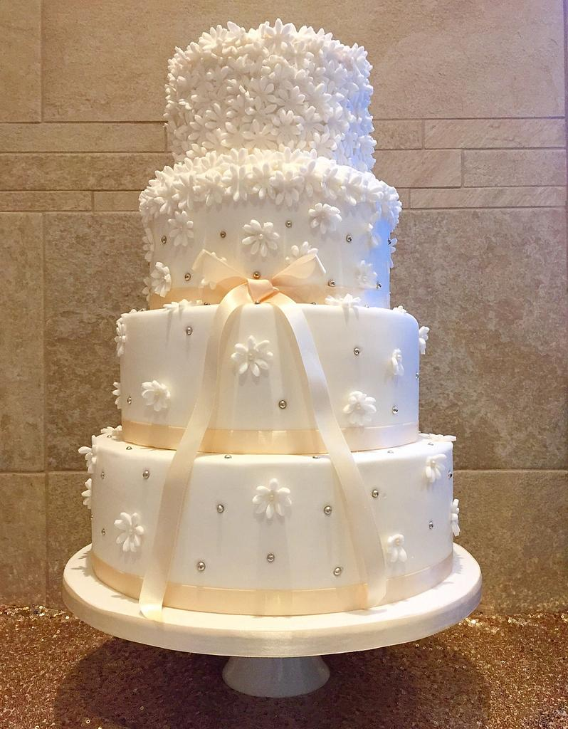 Daisy  by Kayleigh's cake boutique