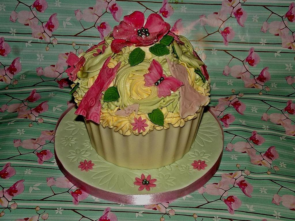 Giant Fashion Cupcake by Jules