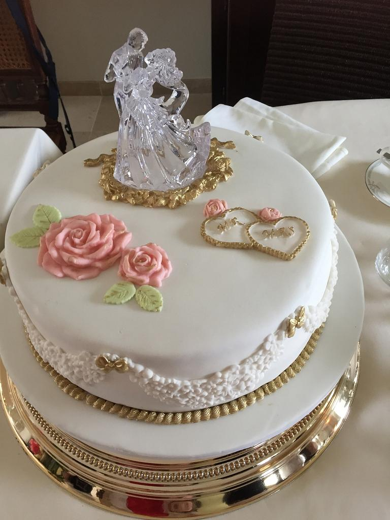 Weddingcake for my daughter.  by Greet