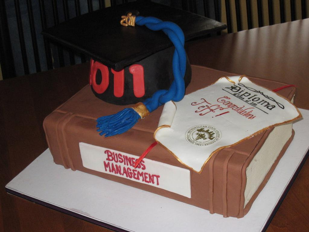 Graduation Cake  by sweet inspirations
