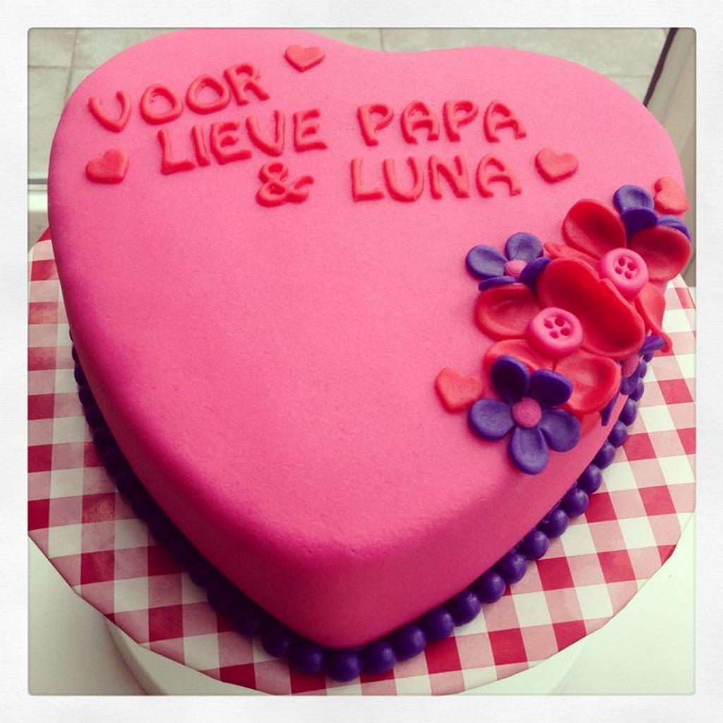 Heart shape cake by marieke