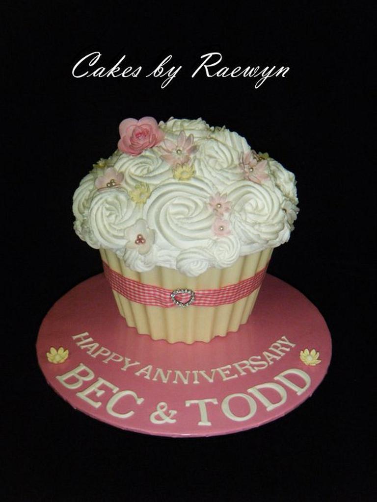 Anniversary Cupcake by Raewyn Read Cake Design