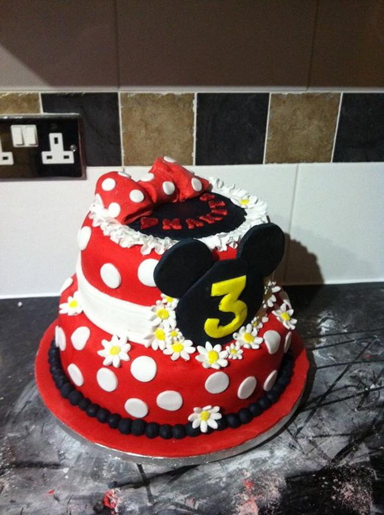 Minnie Mouse  by Amanda