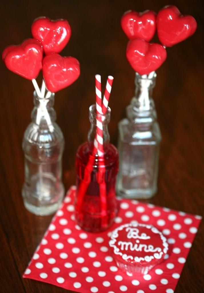 valentine cake pops by Francisca Neves