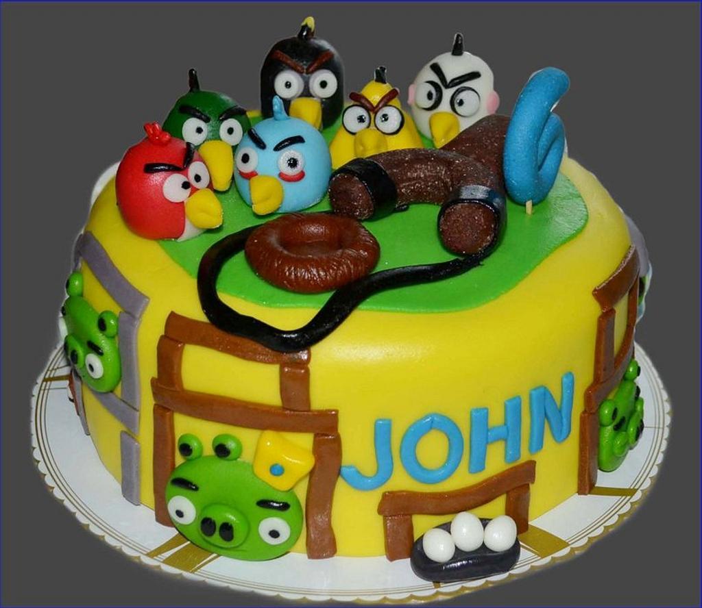 angry birds cake by SweetFavorsByPerlita
