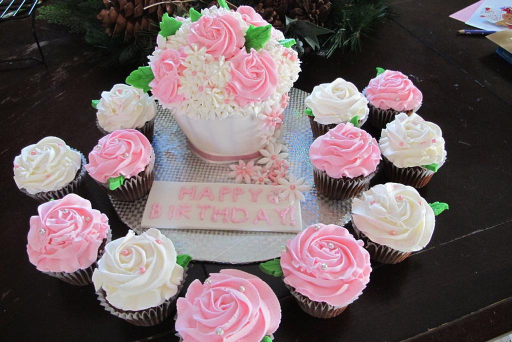 My first Giant cupcake bouquet.  by Sharon