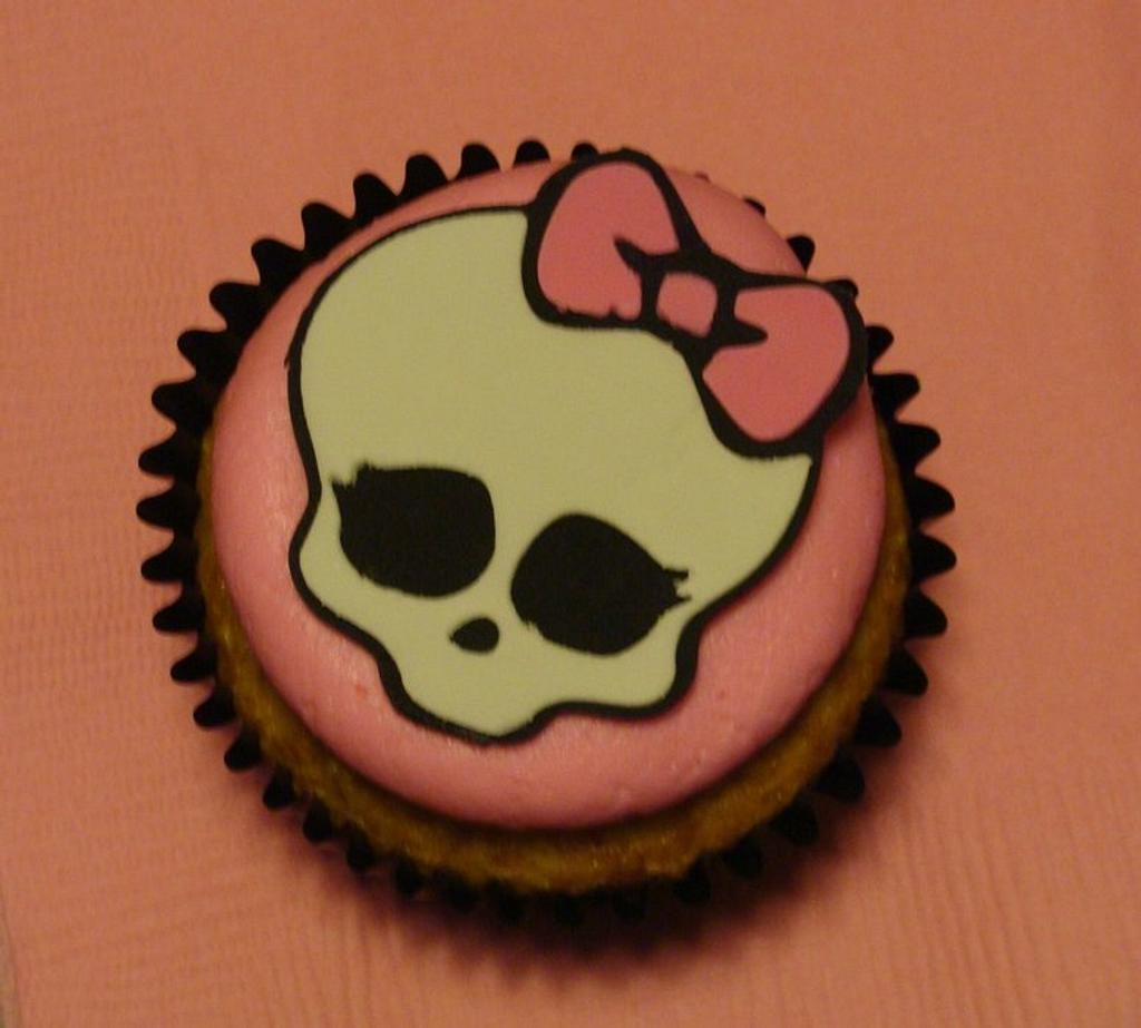 Monster High Cupcakes by Naturepixie