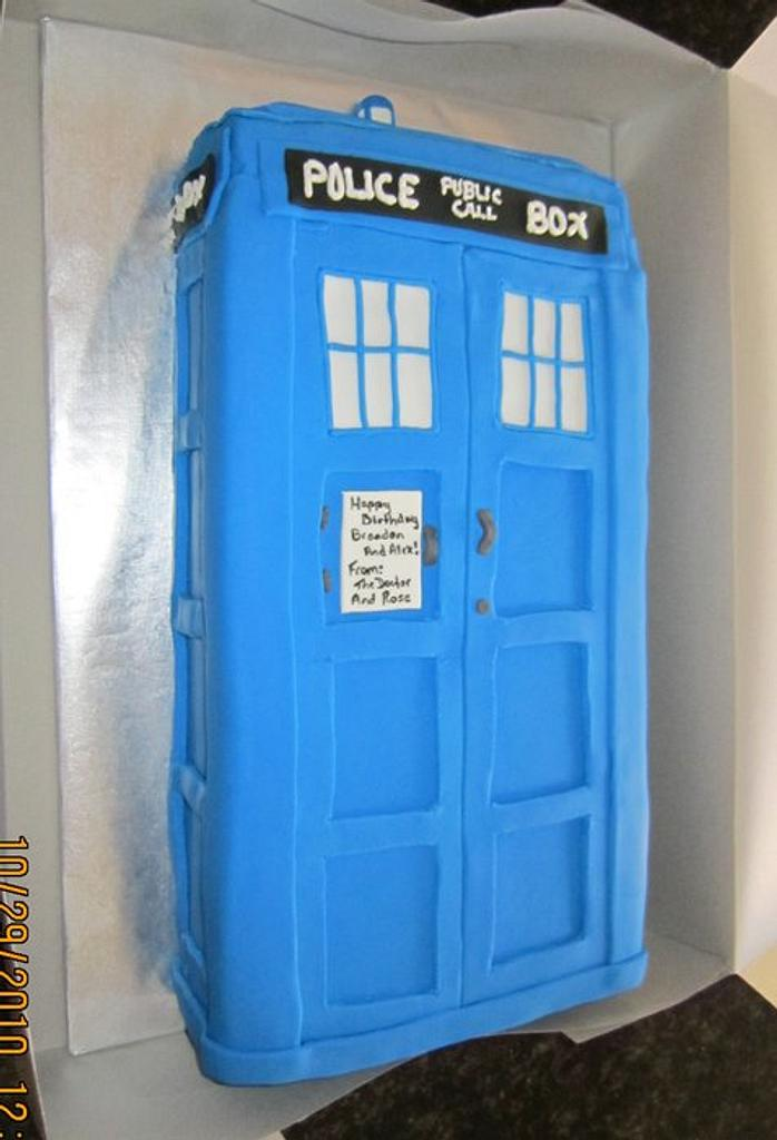 Dr Who Tardis Cake by Michelle