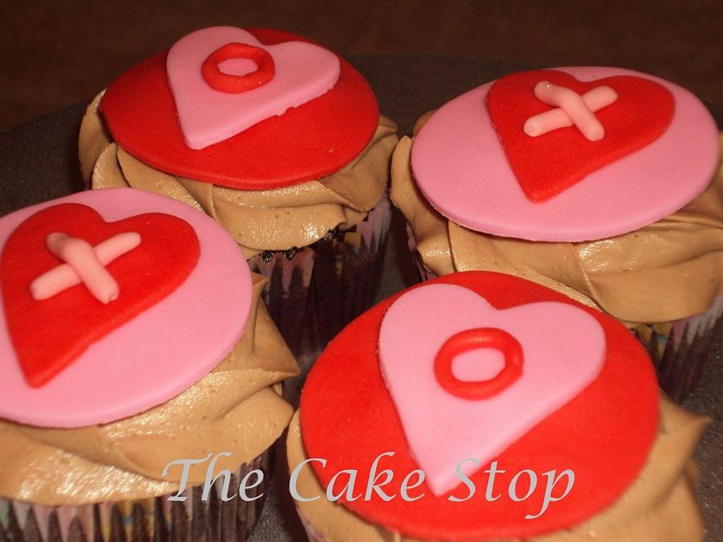 Valentine cupcakes! by zahra